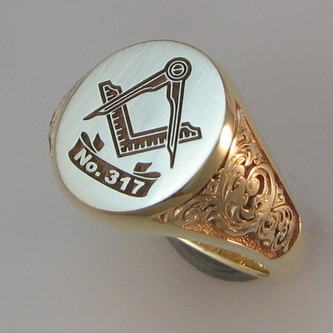 sceollwork engraved signet ring shoulders